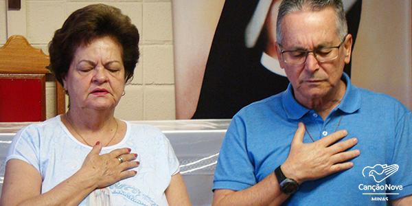 Ana Maria e Júlio Brebal durante pregação