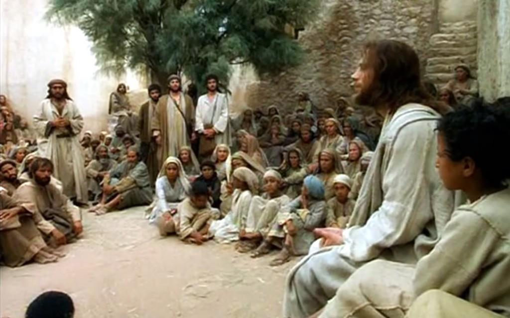 Resultado de imagem para jesus pregando povo
