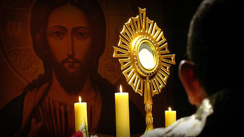 Resultado de imagem para adoração ao santissimo sacramento