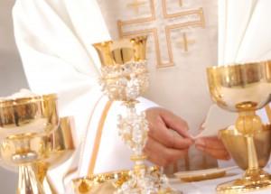 O Corpo e o Sangue de Cristo presentes na Sagrada Comunhão.