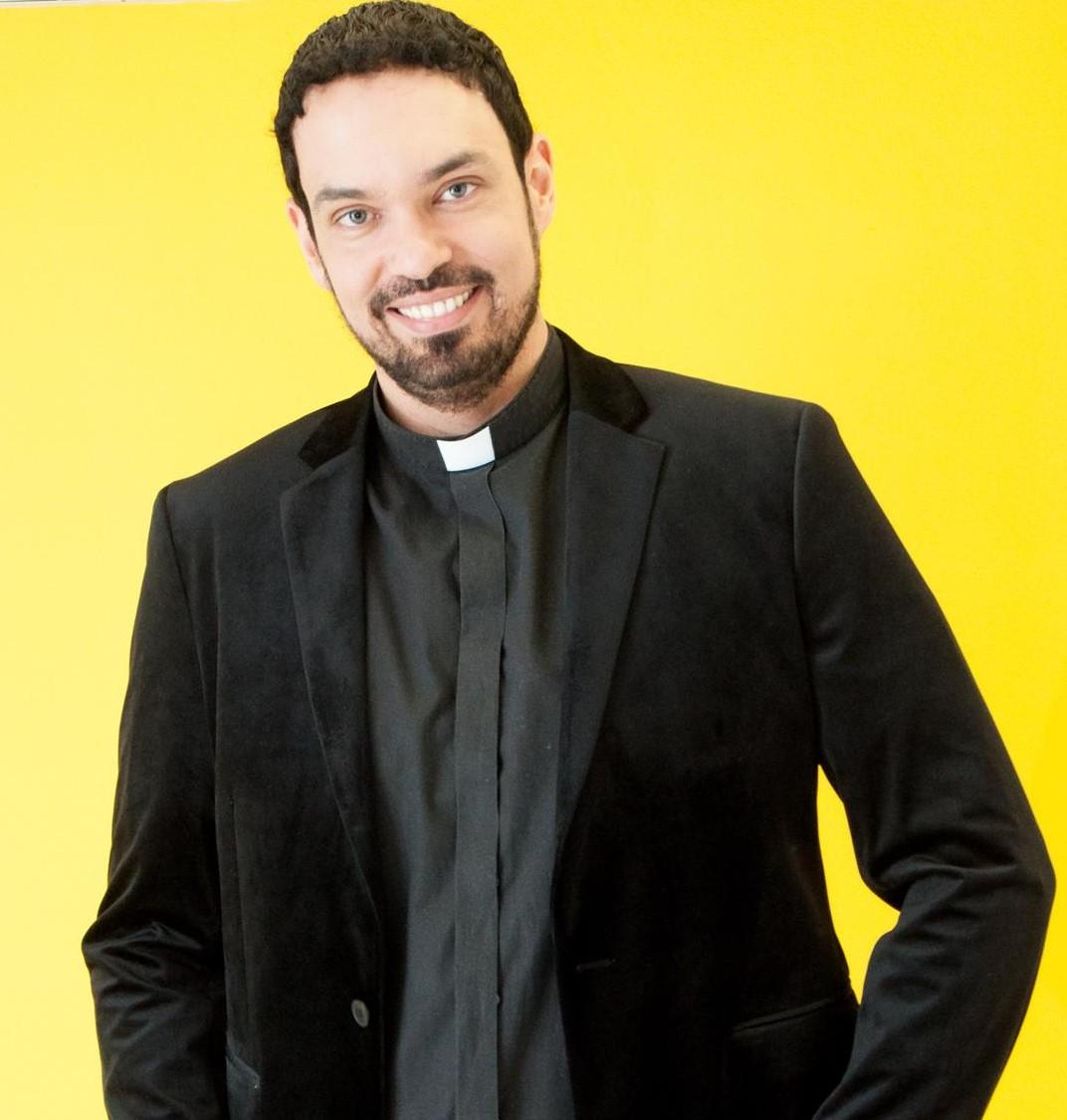 Padre Adriano Zandoná