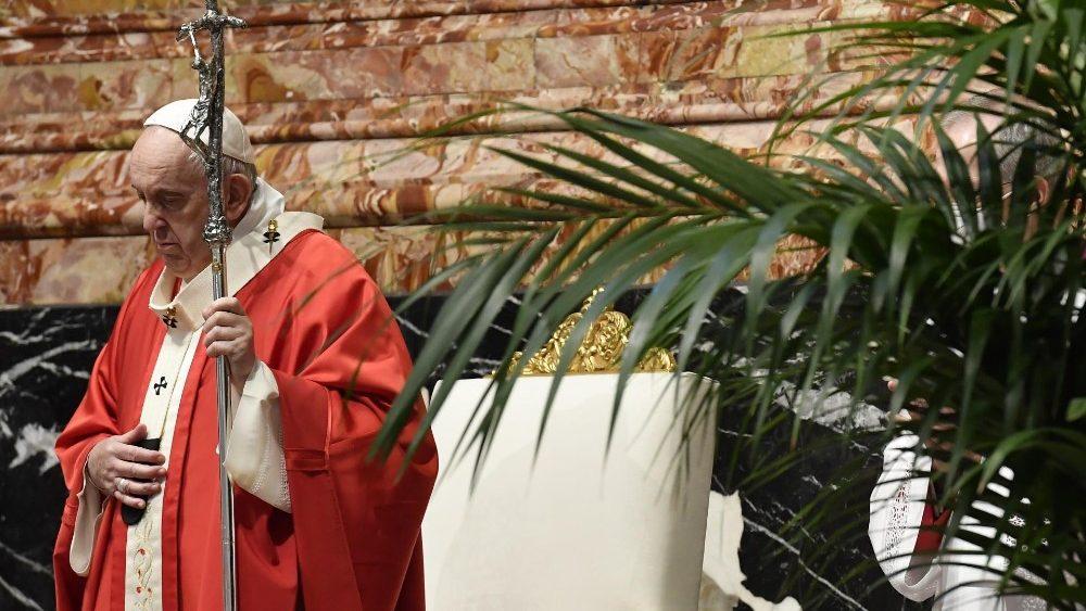 Papa celebra Missa de Ramos que marca o início da Semana Santa