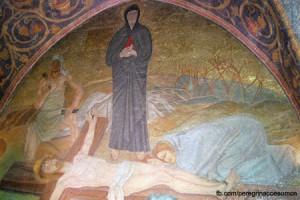 Neste local Jesus foi despojado de suas vestes.
