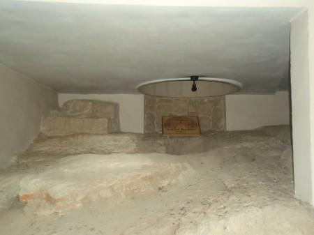 Buraco onde Jesus foi jogado para passar a noite
