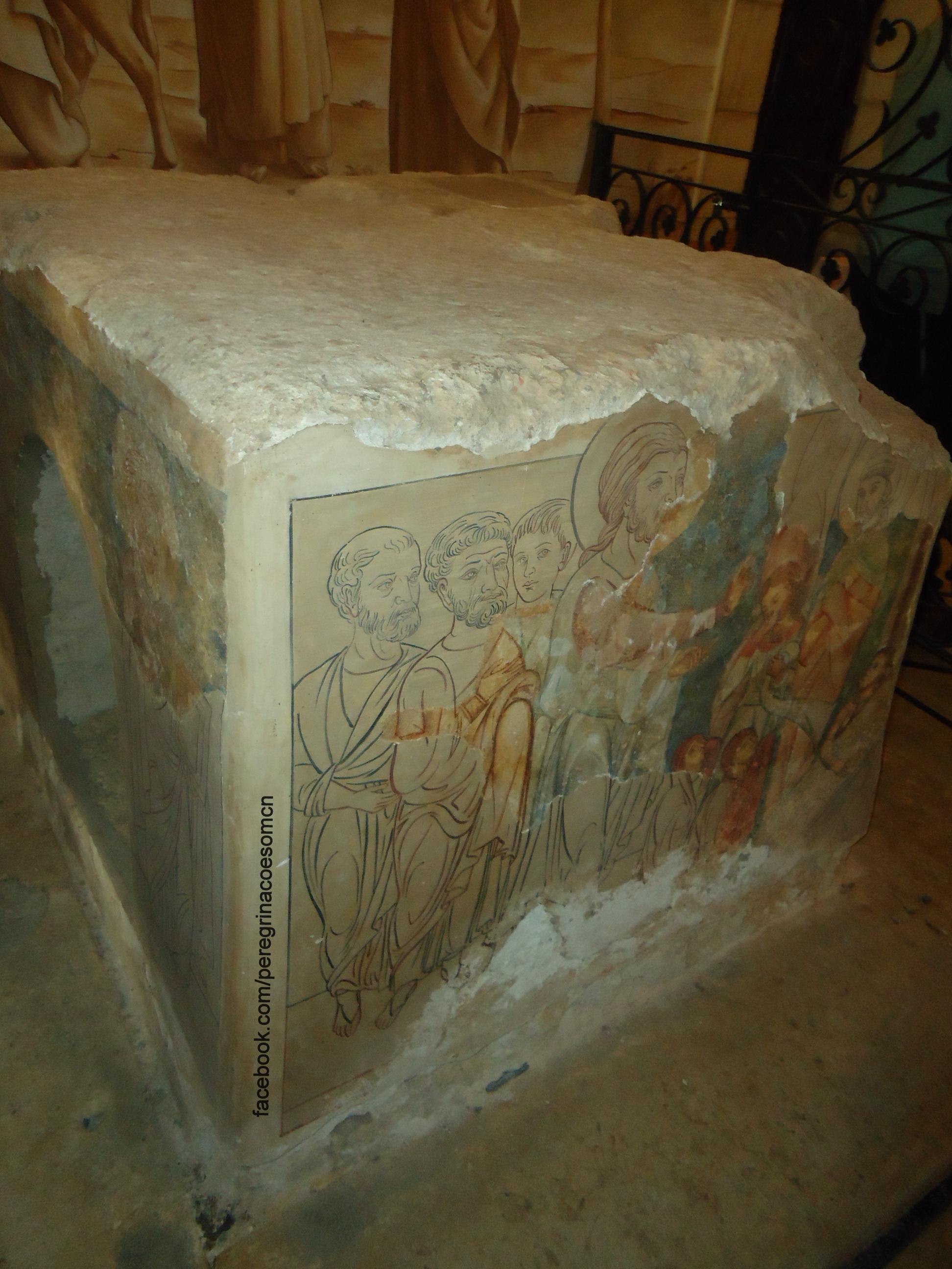 Pedra cúbica pintada no tempo dos Cruzados