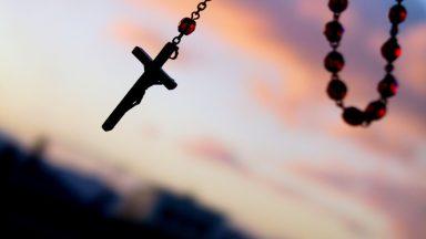 15 promessas, 10 bênçãos e 8 vantagens de se rezar o rosário