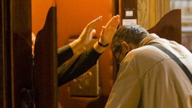 Como deve ser a celebração do sacramento da Penitência?