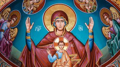 Maria é onipresente e onipotente?