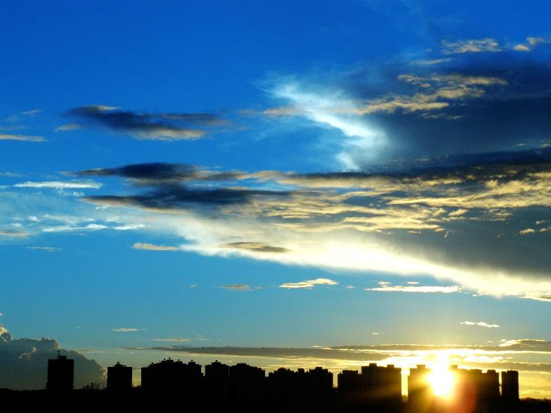 Nascer do sol grande cidade
