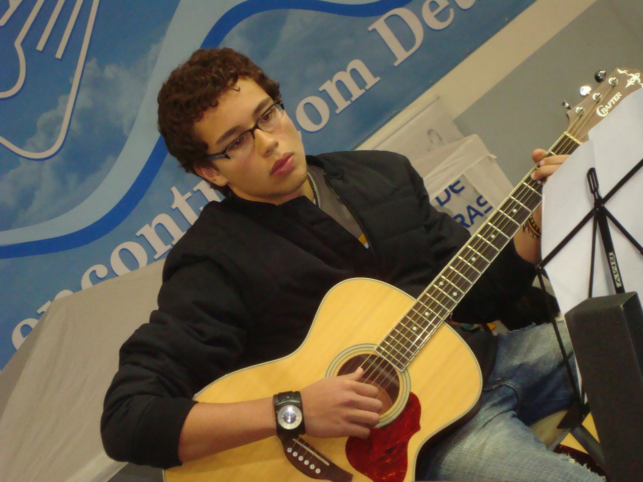 Olha só quem estava no violão...