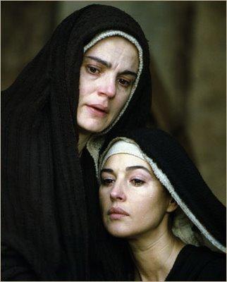 Resultado de imagem para cenas de maria no filme a paixão de cristo