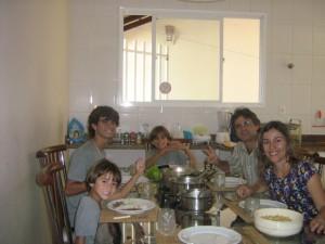 A catequese familiar é caminho certo para a construção dos valores cristãos.