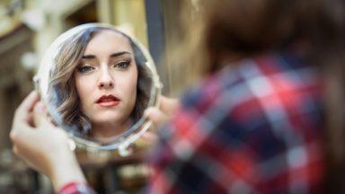 De frente com o espelho