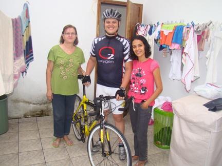 Marquinhos, orgulho de sua mãe(esqueda da foto) e esposa(direita da foto)
