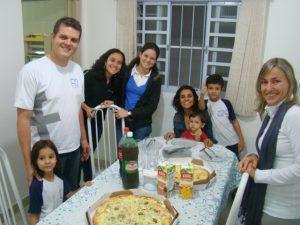 Na casa 5 de acolhida, com a família de Marquinhos e Bia Azambuja, Missionários Canção Nova