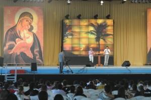 No palco do Centro de Evangelização da Canção Nova