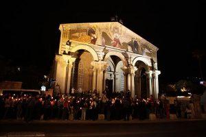 Procissão das velas - vigilia no Getsemani - Pentecostes Terra Santa