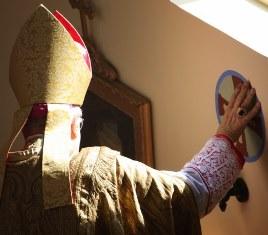 Unção-cruzes-dedicação-igreja-Fraternidade-São-Pedro
