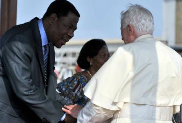 Papa em visita a Benin, na África
