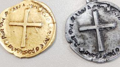 Como rezar o terço da medalha das duas cruzes?