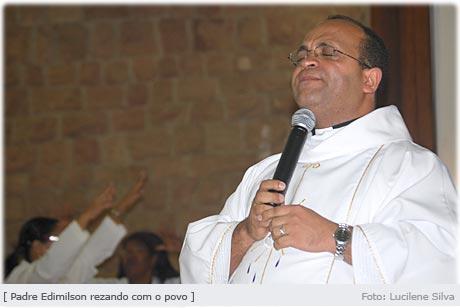 pe_edi_rezando.jpg