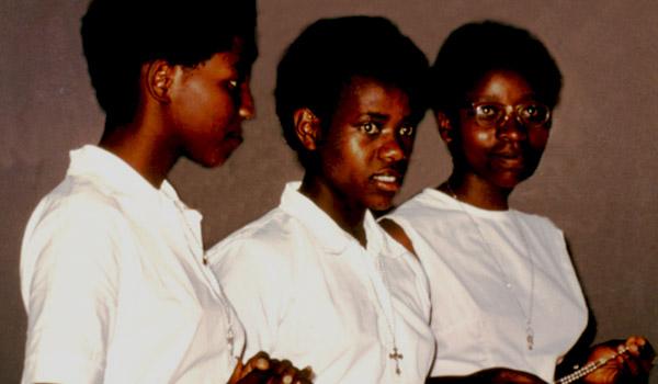 Nas suas aparições em Kibeho, na África, Nossa Senhora pediu que o Terço das Sete Dores fosse reintroduzido em todo o mundo.