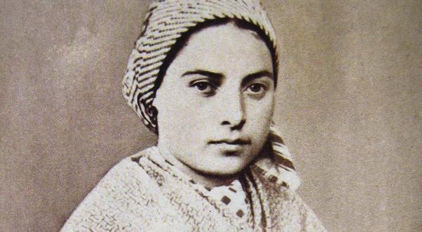 Conheça a impressionante história de Santa Bernadette, a vidente das aparições de Nossa Senhora em Lourdes.