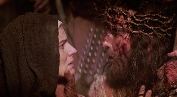"""""""Porque vós sabeis que não é por bens perecíveis, como a prata e o ouro, que tendes sido resgatados da vossa vã maneira de viver, recebida por tradição de vossos pais, mas pelo precioso sangue de Cristo"""" (1 Pd 1, 18)."""