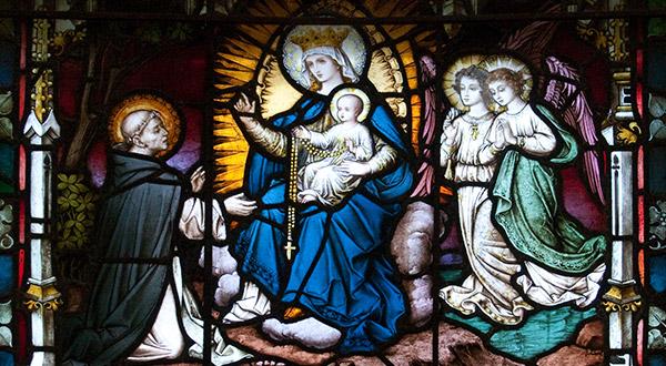 Saiba se o Rosário ou Terço é uma oração é mariana ou cristológica e como compreender teologicamente essa oração.