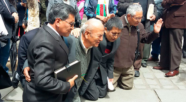Nova lei praticamente criminaliza a religião na Bolívia, onde entrevemos a perseguição aos cristãos.