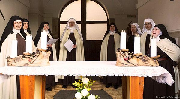 Irmãs Carmelitas Descalças em Praga são prova do triunfo do Imaculado Coração de Maria.