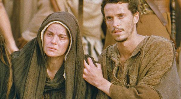 Os títulos da Mãe do Salvador: Nova Eva, Corredentora e Medianeira de todas as graças, e a sua participação na obra da salvação da humanidade e em nossa vida interior.