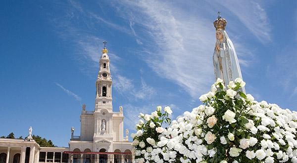 Na Mensagem de Fátima, Nossa Senhora nos convida insistentemente a seguirmos pelo caminho que leva ao Reino dos Céus.