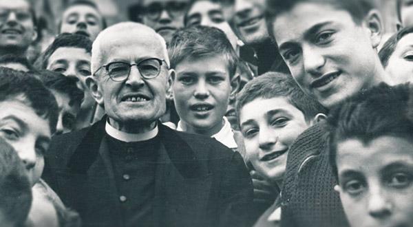 Conheça o Ofertório Paulino, oração composta pelo Beato Tiago Alberione, que também escreveu muitas orações a Maria Rainha dos Apóstolos e era um propagador da consagração a Maria segundo São Luiz Maria Grignion de Monfort.