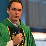 Vídeo: Entrevista com pe. Adriano Zandoná