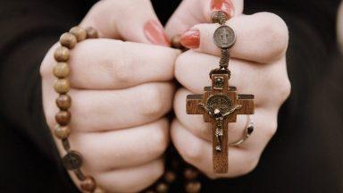Devoção a Nossa Senhora através do Rosário