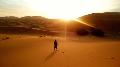 Tempo de recalcular a rota no deserto