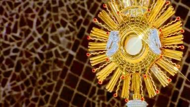 Eucaristia: fortaleza dos Santos